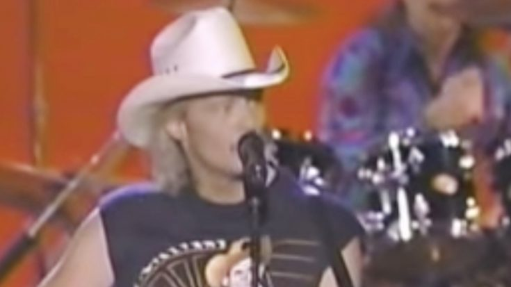 Remember Alan Jackson's Protest Against The ACM Awards…During The Live Broadcast? | Classic Country Music Videos