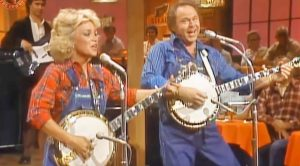 Roy Clark & Barbara Mandrell Show Off Banjo-Pickin' Skills On 'Hee Haw'