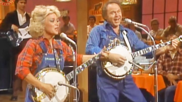 Roy Clark & Barbara Mandrell Show Off Banjo-Pickin' Skills On 'Hee Haw'