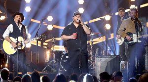 Luke Combs Joins Brooks & Dunn For High-Energy 'Brand New Man' At ACMs