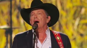 George Strait Just Sang At ACM Awards For First Time In 4 Years & It Was Epic
