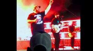 "Luke Combs Teams With Sam Hunt To Sing Brooks & Dunn's ""Brand New Man"" At Stagecoach 2019"