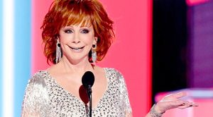 Reba Shares Priceless Backstage Moment You Didn't See On TV