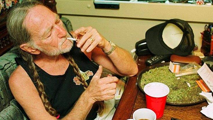 """Willie Nelson Says Marijuana """"Saved My Life"""" In New Rolling"""