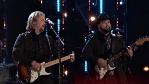 "Travis Tritt & Andrew Sevener Bring The 'Voice' House Down With ""T-R-O-U-B-L-E'"