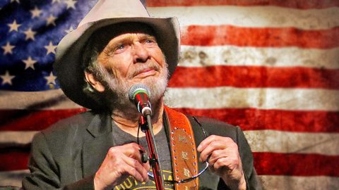 Merle Haggard Honors Those Who Gave The Ultimate Sacrifice In Tearjerking 'Soldier's Last Letter' | Classic Country Music Videos