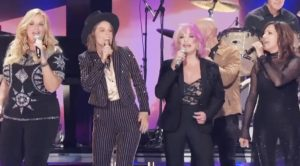 "Tanya Tucker Brings Out Martina, Trisha, Deana, & More For 2019 ""Delta Dawn"" Collaboration"