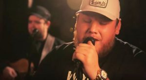 Luke Combs Gives Acoustic Performance Of 'Ramblin' Man' On 'Tonight Show'