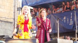Dolly Parton Surprises Festival By Singing 'I Will Always Love You' Duet