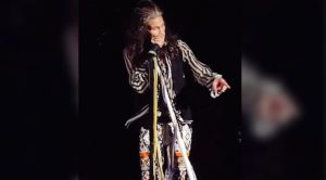 Steven Tyler Stops Show To Lecture Fan Filming Video