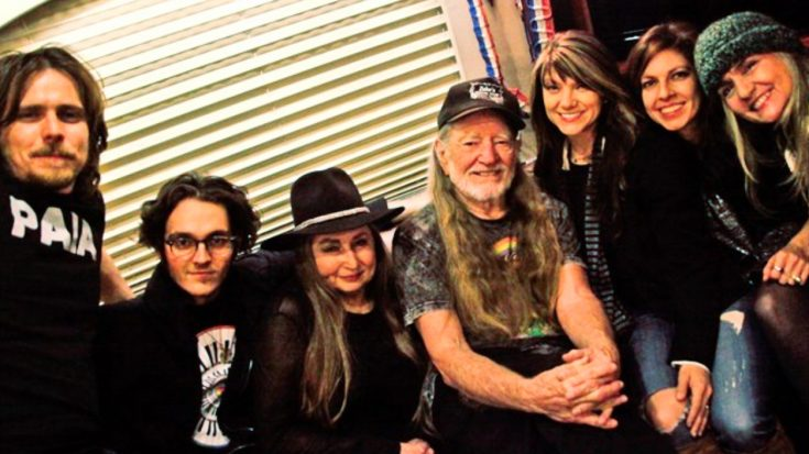Willie Nelson Has 8 Kids – Including A Daughter He Didn't Know About Until 2012 | Classic Country Music Videos