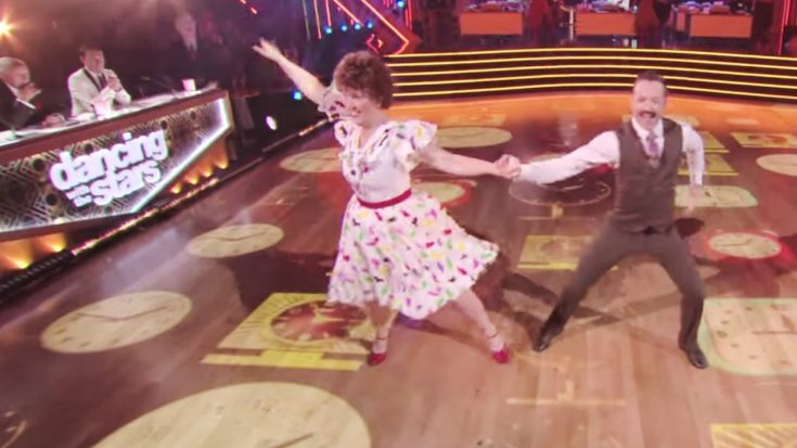 Dolly Parton's '9 to 5' Gets Turned Into Quickstep On 'DWTS' | Classic Country Music Videos
