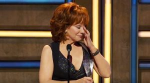 "Reba Cries During Acceptance Speech For ""Artist Of A Lifetime"""