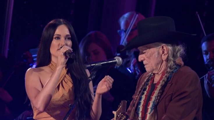 """Willie Nelson Teams Up With Kacey Musgraves For CMA Awards Show Performance Of """"Rainbow Connection"""" 