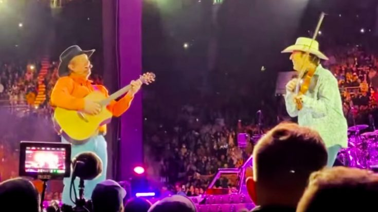 "Garth Brooks Sings ""Rocky Top"" For 84,000+ Fans At University Of Tennessee's Neyland Stadium In 2019 