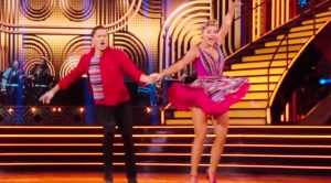 Lauren Alaina Powers Through Injury & Dances To Elvis' 'Hound Dog' On DWTS