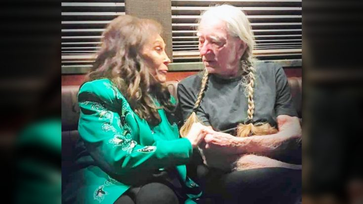 Photo: Loretta & Willie Hold Hands After The 2019 CMA Awards | Classic Country Music Videos