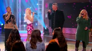 Blake, Gwen, & John Join Kelly Clarkson To Sing Brooks & Dunn's 'Neon Moon' On Her Talk Show
