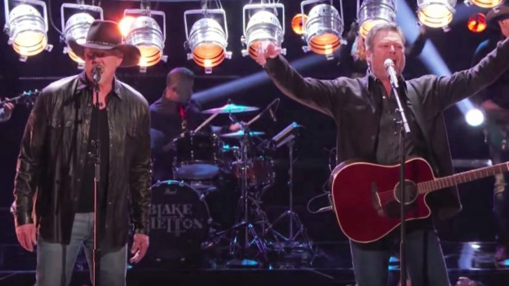 """Blake Shelton & Trace Adkins Perform """"Hell Right"""" Duet On """"Voice"""" Results Show"""
