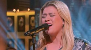 "Kelly Clarkson Gives Her Own Take On ""Piece Of My Heart"" For Kellyoke"