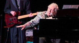 "After ""Serious"" Stroke, Jerry Lee Lewis Returns To Playing Music"
