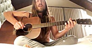 """Willie Nelson's Son Lukas Performs """"Hallelujah"""" While In Quarantine"""
