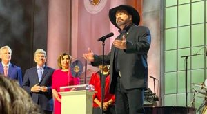 Garth Brooks Pauses To Pray For Nashville During Gershwin Prize Ceremony