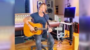 "Quarantined Keith Urban Covers ""The Gambler"" In Tribute To Kenny Rogers"