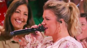 "Kelly Clarkson Sings Shania Twain's ""Whose Bed Have Your Boots Been Under?"""