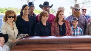 Reba Shares Photos From Her Mama's Funeral