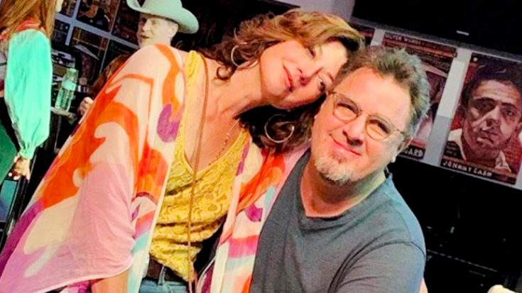 Vince Gill, Amy Grant, & Daughters To Sing On Opry's Saturday Night Livestream