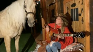 Shania Twain's Horse Stars In Her 'ACM Presents: Our Country' Performance From Her Barn
