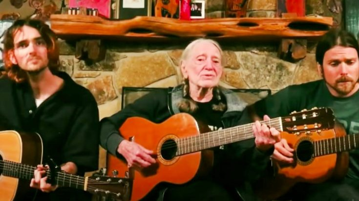 """Quarantined Willie Nelson Joins Sons Lukas & Micah To Sing Faron Young's """"Hello Walls"""" 