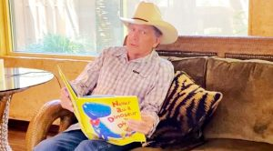 "George Strait Reads Children's Book ""Never Ask A Dinosaur To Dinner"""