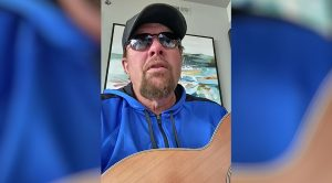 "Toby Keith Performs His Song ""She Ain't Hooked On Me No More"" While Quarantining In Mexico"