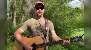 "Josh Turner Sings Johnny Cash's ""Folsom Prison Blues"" In His Backyard"