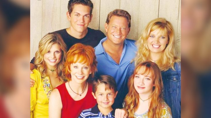 """Reba McEntire Says The """"Reba"""" Cast Would """"Love To"""" Have A Reunion"""