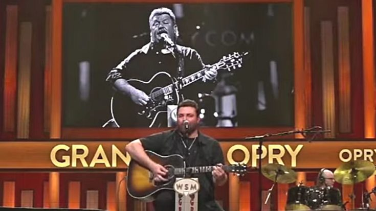"""Chris Young Honors Joe Diffie With """"Pickup Man"""" Opry Performance 