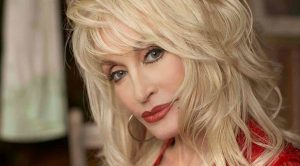 "Dolly Parton Sings Her Song ""Try"" For Those That Are Struggling"