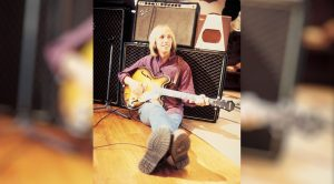 "Tom Petty's Never-Released Home Recording Of ""You Don't Know How It Feels"""