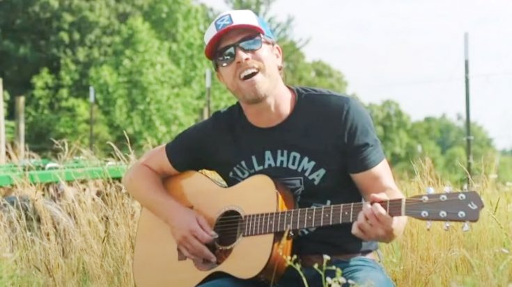 "Dustin Lynch Thanks Small Business Owners Before Singing Travis Tritt's ""It's A Great Day To Be Alive"" 