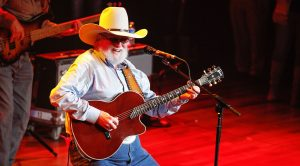 "Charlie Daniels Sings His Own Rendition Of ""Amazing Grace"" For TV Show"