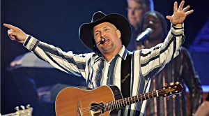 Garth Brooks Permanently Removes Himself From CMA Entertainer of The Year Category