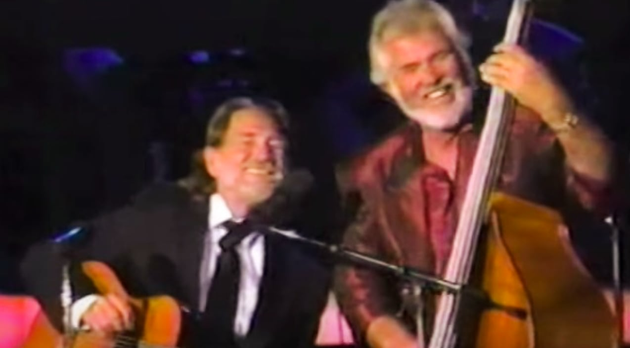 """Kenny Rogers Offered """"The Gambler"""" To Willie Nelson, But ..."""