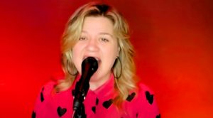 "Kelly Clarkson Reinvents ""These Boots Are Made For Walkin'"" For ""Kellyoke"" Segment"