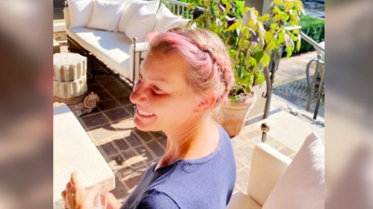 """""""I Love This Girl,"""" Tim McGraw Says Next To Photo Of Faith With New Pink Hair 