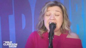 "Kelly Clarkson Gives Her Take On Travis Tritt's ""T-R-O-U-B-L-E"""