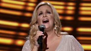 "Trisha Yearwood Honors Stars Who Died In 2020 With ""I'll Carry You Home"""