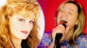 "Kelly Clarkson Sings Wynonna Judd's #1 Song From 1992, ""I Saw The Light"""