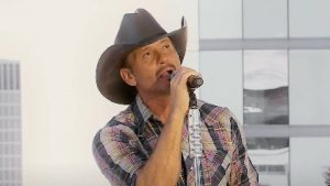 """Tim McGraw Performs """"I Called Mama"""" On Nashville Rooftop"""